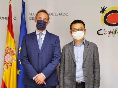 Fernando Valdés Verelst, Spain's Secretary of State for Tourism (left), meets James Liang, chairman and co-founder of Trip.com Group (right), in Madrid