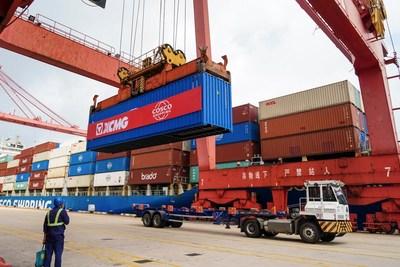XCMG envía 972unidades de maquinaria de construcción a Sudamérica. (PRNewsfoto/XCMG)
